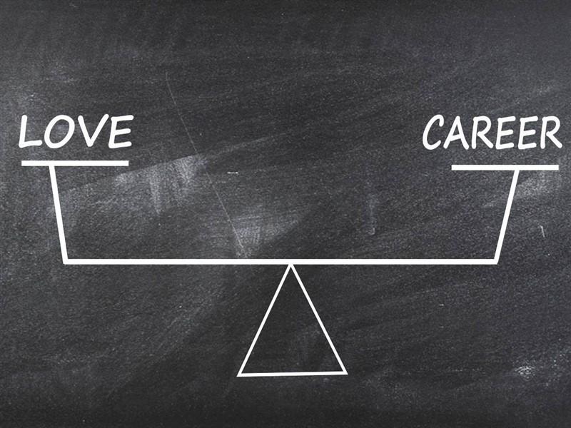 Sinh viên nên chọn tình yêu hay sự nghiệp?